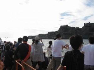 船から見る軍艦島画像