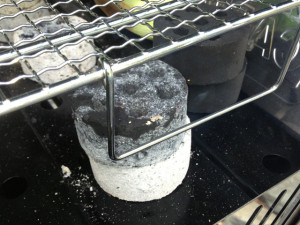 炭に着火中