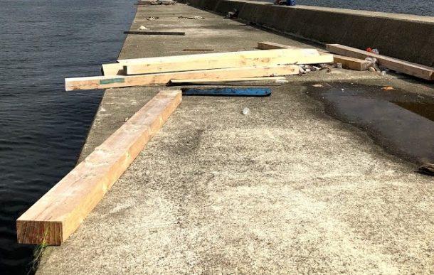 横たわる木材