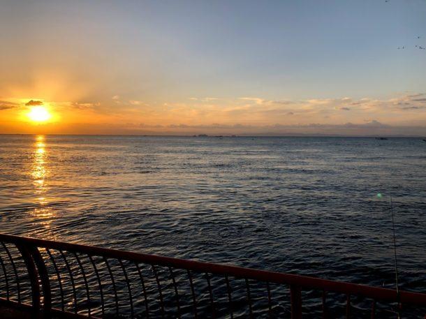 朝日の昇る平磯釣り公園