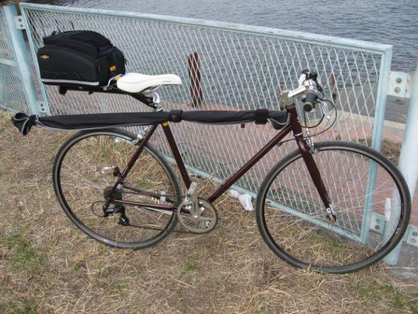 荷台を取り付けたクロスバイク